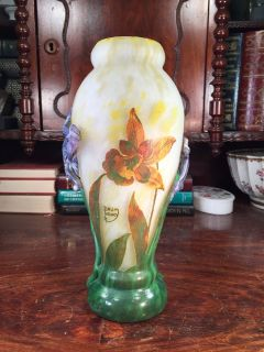 A FINE ART DECO STYLE CAMEO GLASS VASE HANDCRAFT EUROPEAN SIGNED DAUM NANCY
