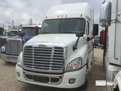 2014 Freightliner Cascadia 125 T/A Sleeper Truck Tractor