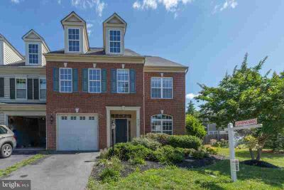 9313 Branch Park Ter BRISTOW Three BR, Formal Model Home in