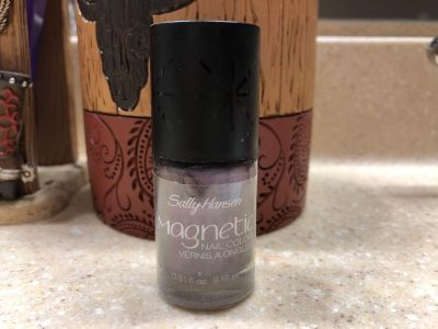 Brand New Sally Hanson Magnetic Nail Color Polish. The color is Purple Magnitude