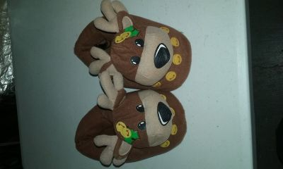 Kids size 2-3 slippers