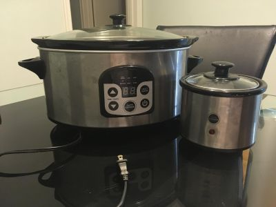 2 slow cookers, big and small, barely used