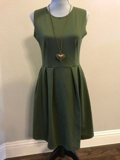 Sleeveless Dress w/ Necklace - Sz medium
