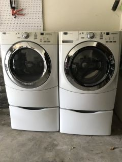 Maytag washer and gas dryer with pedestals