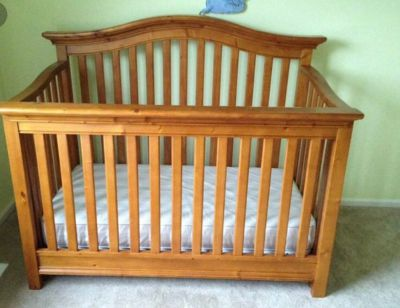 Baby Italia Crib and mattress