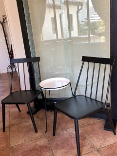 3 pc set 2 metal modern chairs plus contemporary small table excellent condition!