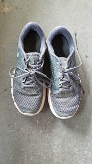 Womens sz 8 Under Armour shoes