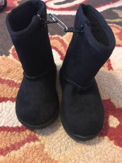 Toddler girls size 5 1/2 black Airwalk boots , porch pickup only