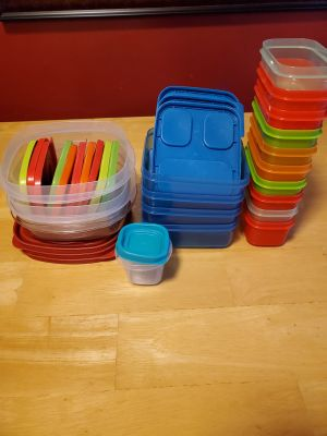 Lot of 35 Rubbermaid Containers $8
