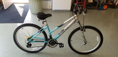 Womens Shimano Omega Quest 26in Mountain Bike *Excellant Condition*