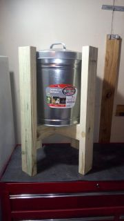 New 10 Gallon Locking Lid Dry Storage Container with Stand