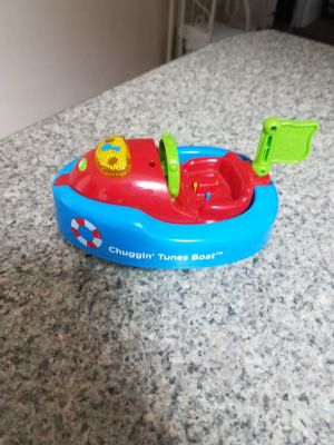 6 INCH, CHUGGIN' TUNES BOAT, PLAYS MUSIC AND FLASHES, EXCELLENT CONDITION, SMOKE FREE HOUSE