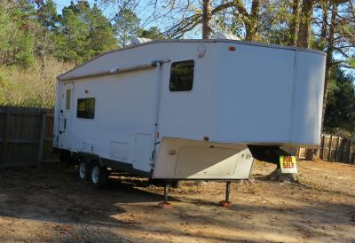 25 ft self contained 5th wheel trailer