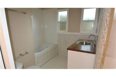 3 bedrooms Apartment in Quiet Building - Northridge