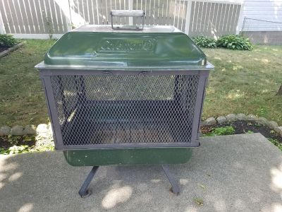 Like New Coleman Fire pit/Grill! (Black Grates do come out easily to become smaller)