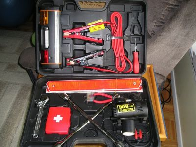 EMERGENCY KIT FOR CAR / TRUCK / AUTO