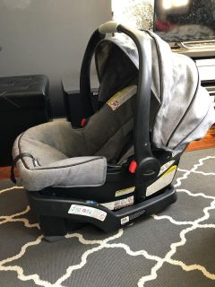 2018 Graco Snugride35 car seat and base