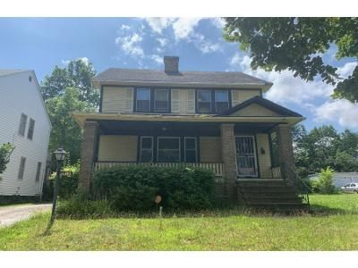 4 Bed 1.5 Bath Foreclosure Property in Cleveland, OH 44121 - Delmore Rd