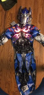 Size 5 Optimus prime costume small hole in mask