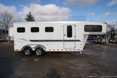 2000 Sundowner 3 horse trailer wdressing room
