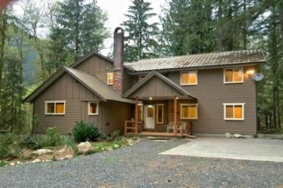 Mt. Baker Lodging - Mt. Baker Highway Family Cabin #3 - 12-bedroom, 3.5-bath, pool table, fireplace, wifi*, washer/dryers, dishwasher, sleeps-26!