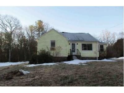 2 Bed 1 Bath Foreclosure Property in North Grosvenordale, CT 06255 - Blain Rd