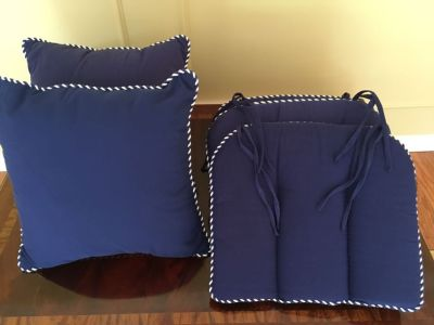 2 2 navy blue throw pillows and 4 seat cushions
