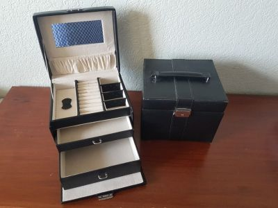 2 Jewelry Boxes incl. Keys