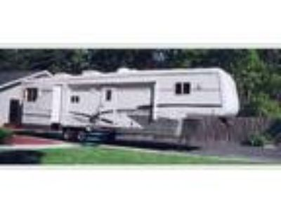 2001 Mountain Aire Fifth Wheel Trailer