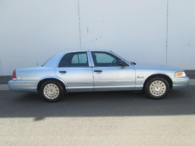 2004 Ford Crown Victoria Base (Light Blue)