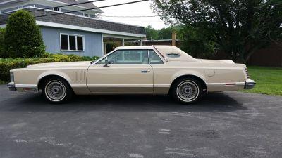 1979 Cadillac Brougham Base (Cream)
