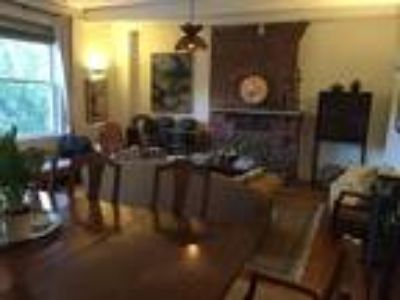 Beautiful Three BR,Two BA Duplex in Washington Square,Central Air,Hot Water,1