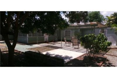 West Palm Beach - This Old Florida home 3 bedroom 2 full bath. Washer/Dryer Hookups!
