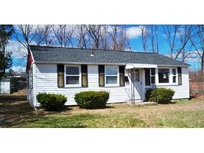 2 Bed 1 Bath Foreclosure Property in Leominster, MA 01453 - Lorchris St
