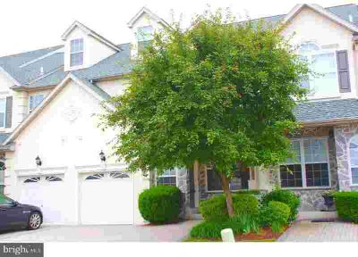 162 Hedge Row Cir LANSDALE, Maintenance Free Living In A