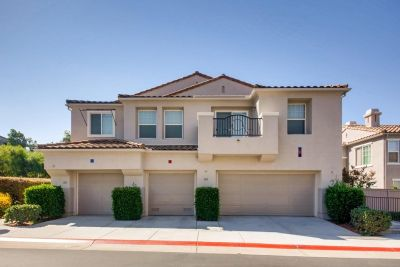 Gorgeous Townhouse in San Marcos!