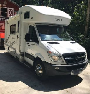 By Owner! 2008 24 ft. Itasca Navion 24H w/slide