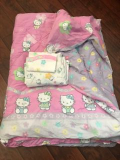 Hello Kitty Reversible Comforter Set
