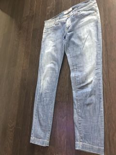 Skinny jeans with chain detail