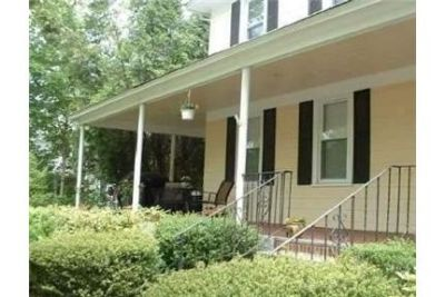 $2,000/mo - Oyster Bay - 1 bathroom - convenient location. Offstreet parking!