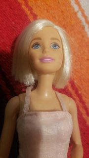 ISO Barbie dolls, clothes, furniture.