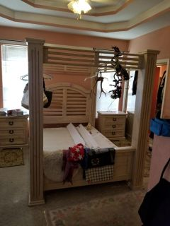Queen bed frame w/posts
