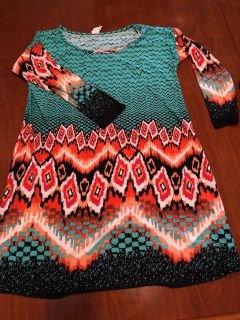 Cute light weight tunic, 3/4 length fitted sleeves , Flowy style