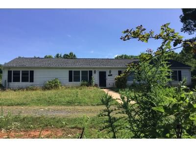 3 Bed 2 Bath Preforeclosure Property in Madison Heights, VA 24572 - Monacan Park Rd