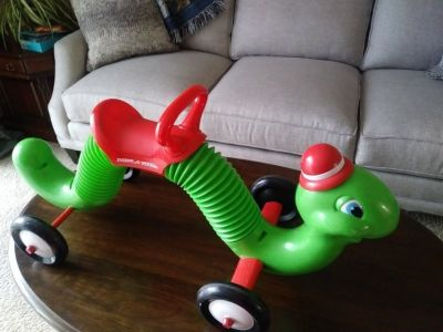 Radio Flyer Inch Worm ride on
