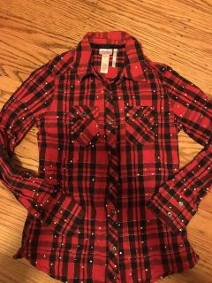 Justice sz 10 red and black shirt