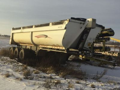 2007 Doepker Dump Trailer for sale in Westlock, Alberta, Canada.