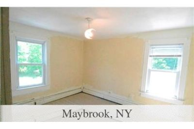 House \ 1,344 sq. ft. \ Maybrook - convenient location. Parking Available!