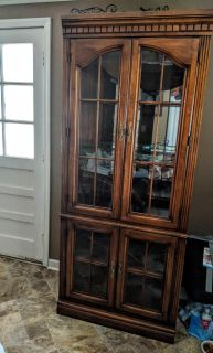 (make offer) tall cabinet glass broke while moving