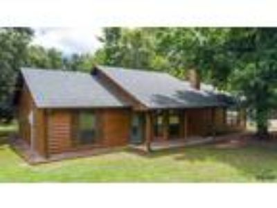 Mt Vernon Real Estate Home for Sale. $205,000 3bd/Two BA. - Samantha Dean of